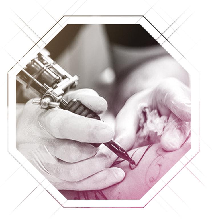 Stechen eines Tattoos